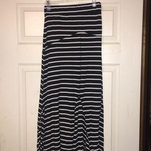 Black and white maxi skirt, flared bottom